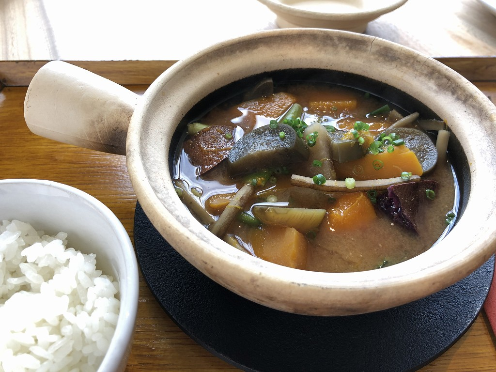 sequenceのDongxi Restaurantの朝食の土鍋味噌汁