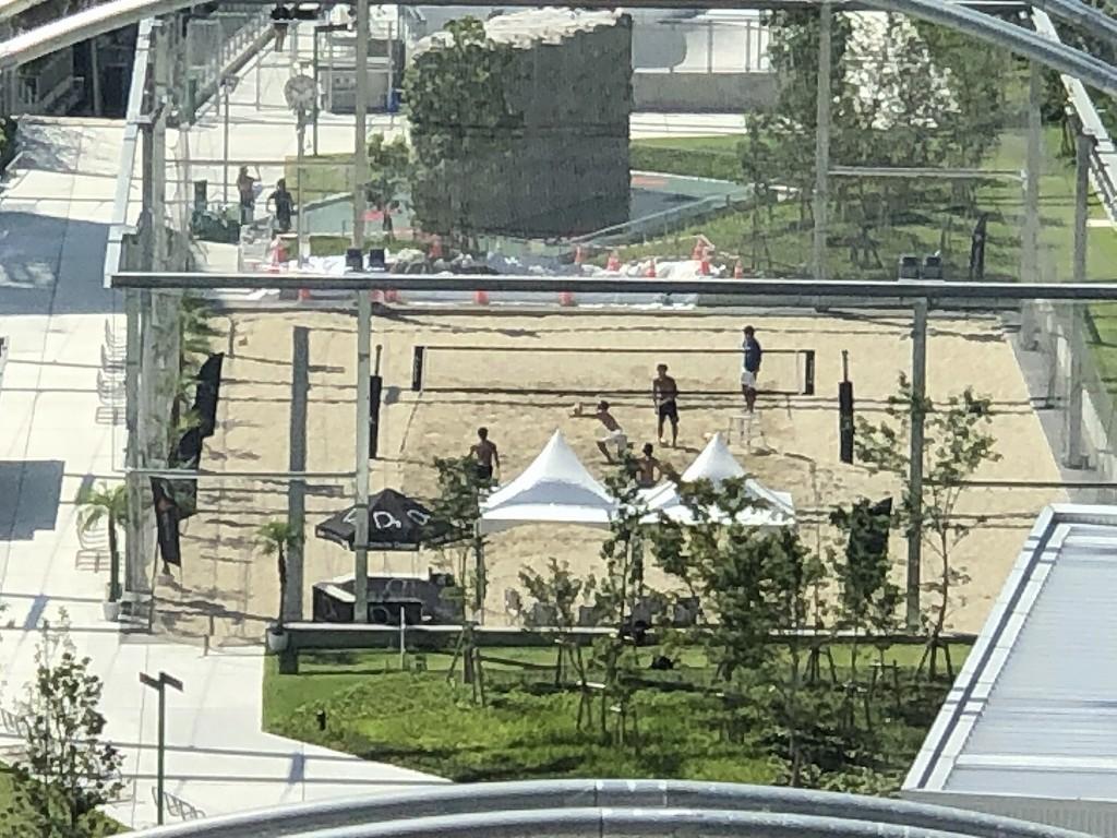 sequence MIYASHITA PARKのビーチバレー場とスケボーパーク2