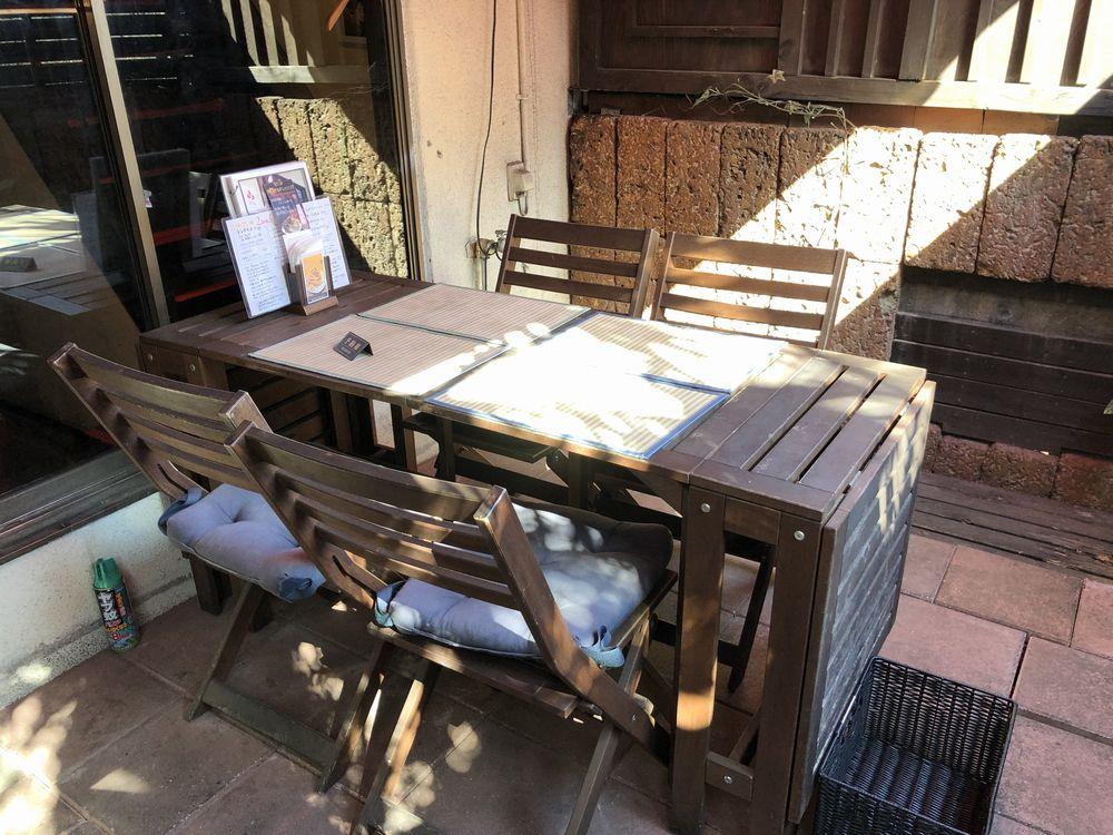 セットリップ 成城店のテラス席のテーブル