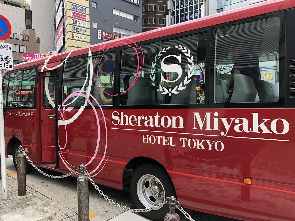 シェラトン都ホテル東京の赤い送迎バス