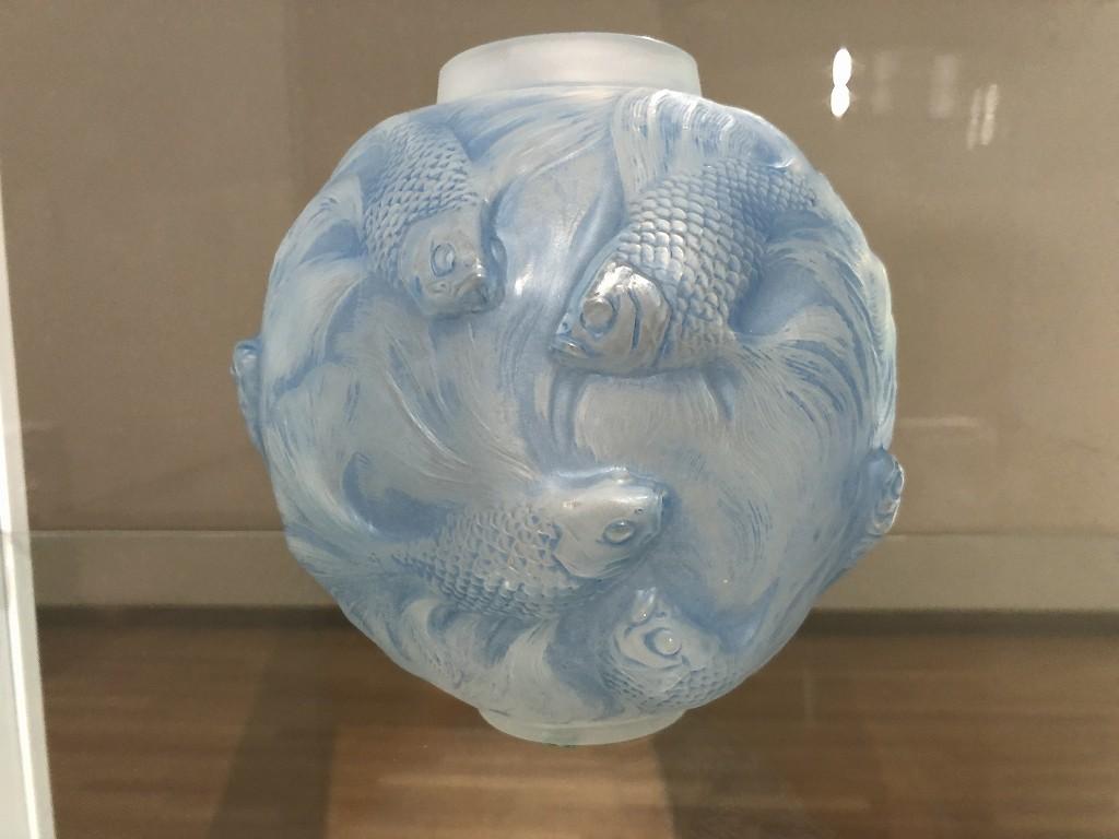 東京都庭園美術館のルネ・ラリックの「テ・フォルモーズ」