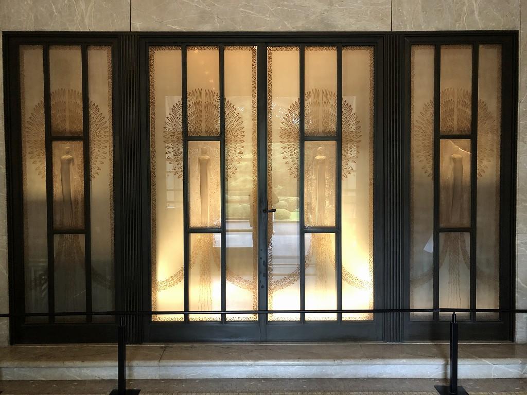 東京都庭園美術館のルネ・ラリックのガラスレリーフ扉1