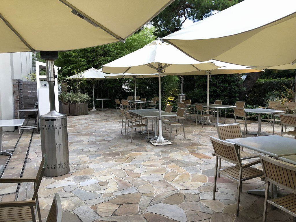 シェラトン都ホテル東京の「カフェ カリフォルニア」のテラス席2