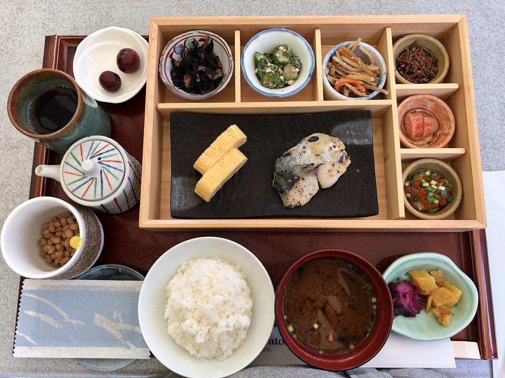 シェラトン都ホテル東京の「カフェ カリフォルニア」で和食の朝食1