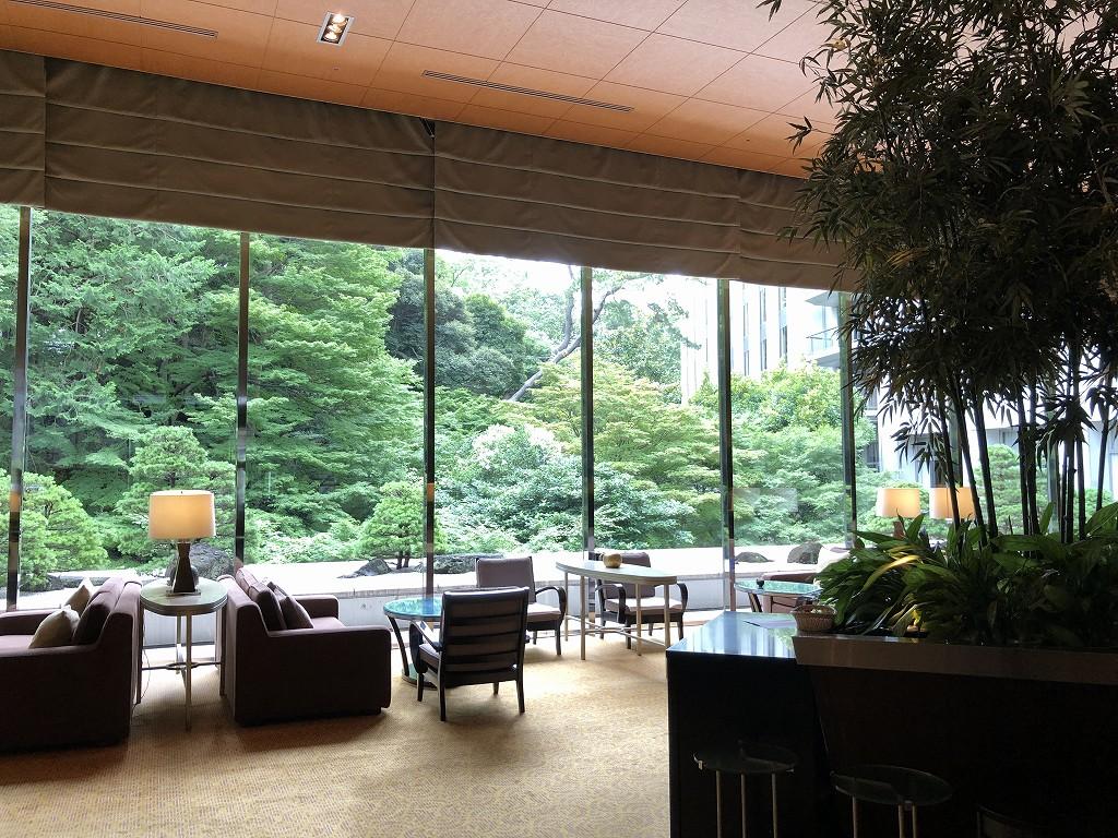 シェラトン都ホテル東京の「バンブー」から中庭の眺め
