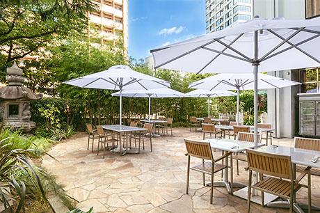 シェラトン都ホテル東京「カフェ カリフォルニア」のテラス席