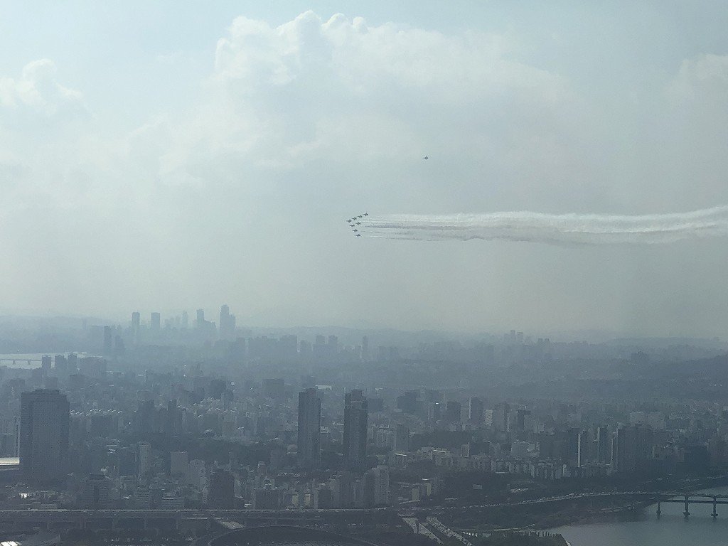 シグニエルソウルから見えた戦闘機