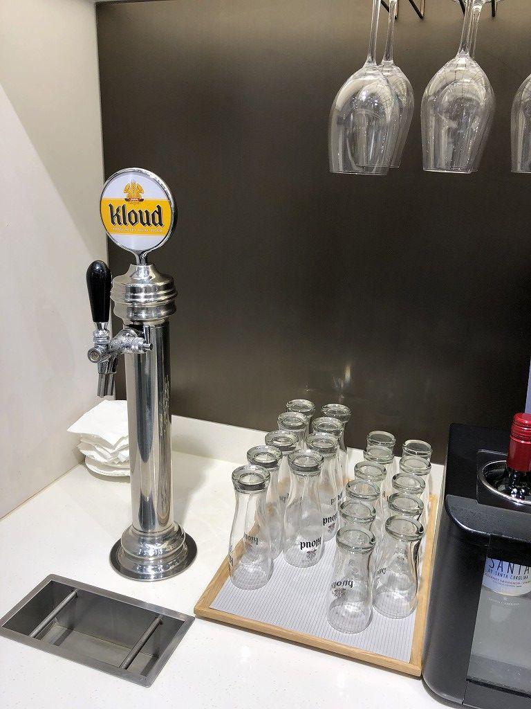 ソウル金浦空港のSKY HUB LOUNGEのクラウドビール