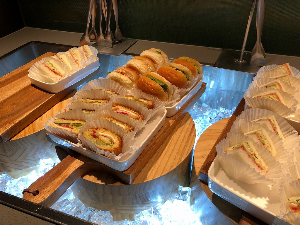 金浦空港のアシアナラウンジのサンドイッチ1