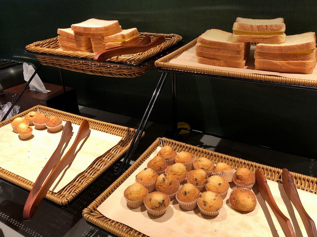 ソウル金浦空港のアシアナラウンジのパン