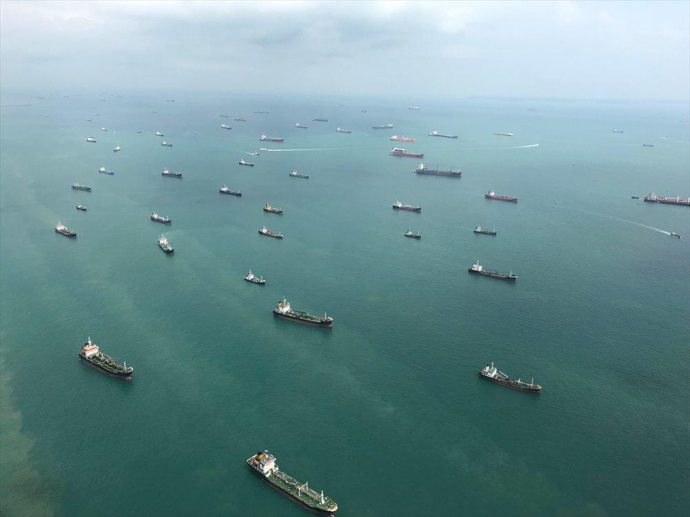SQ631便からシンガポール海峡のフェリー・タンカー