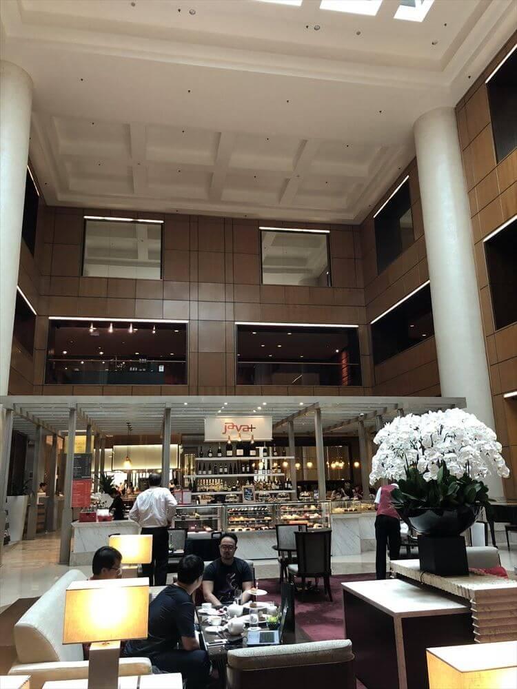 シンガポール マリオット タン プラザ ホテルのフロント前
