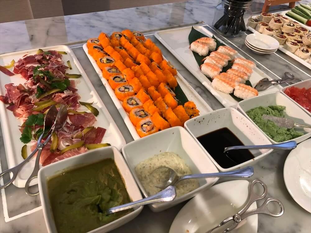 シンガポール マリオット タン プラザ ホテルのラウンジのカクテルタイムのフードメニュー2