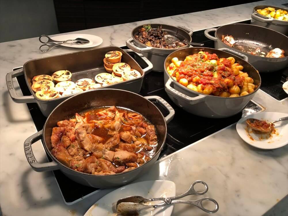 シンガポール マリオット タン プラザ ホテルのラウンジのカクテルタイムのフードメニュー5