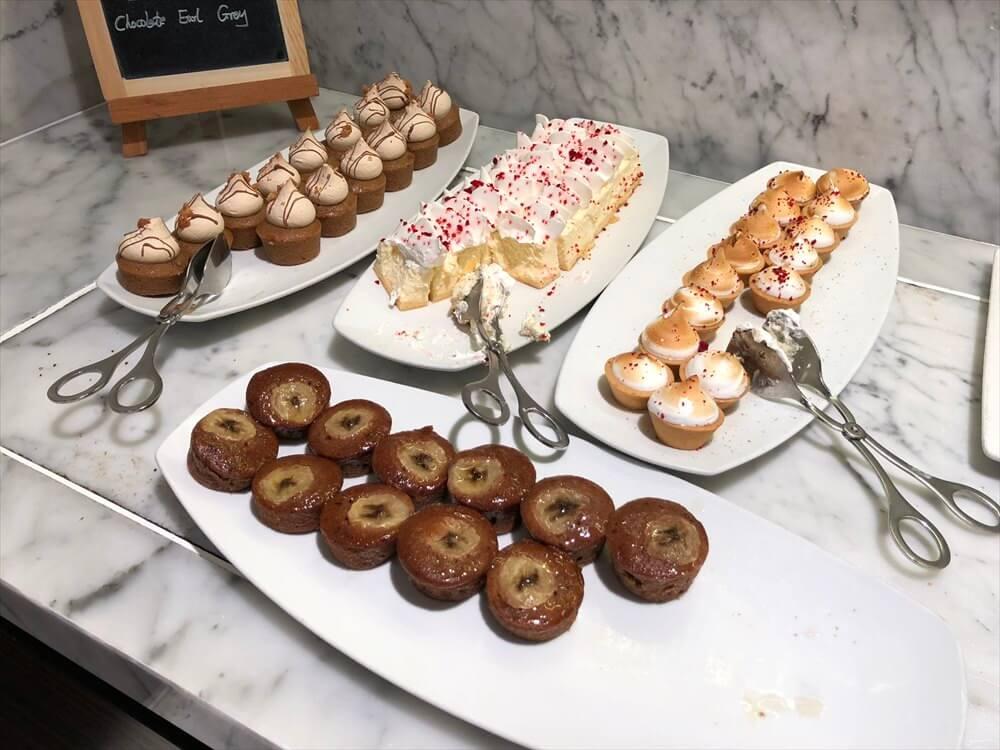シンガポール マリオット タン プラザ ホテルのラウンジのカクテルタイムのデザート