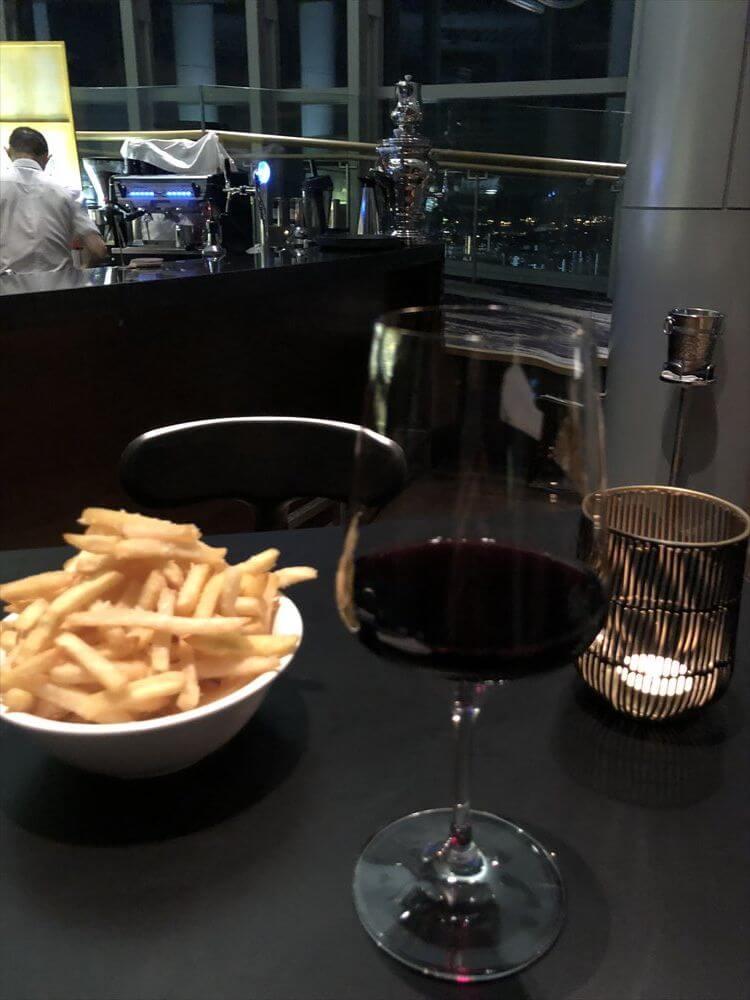 アイオン・オーチャードのSKY BARの赤ワイン