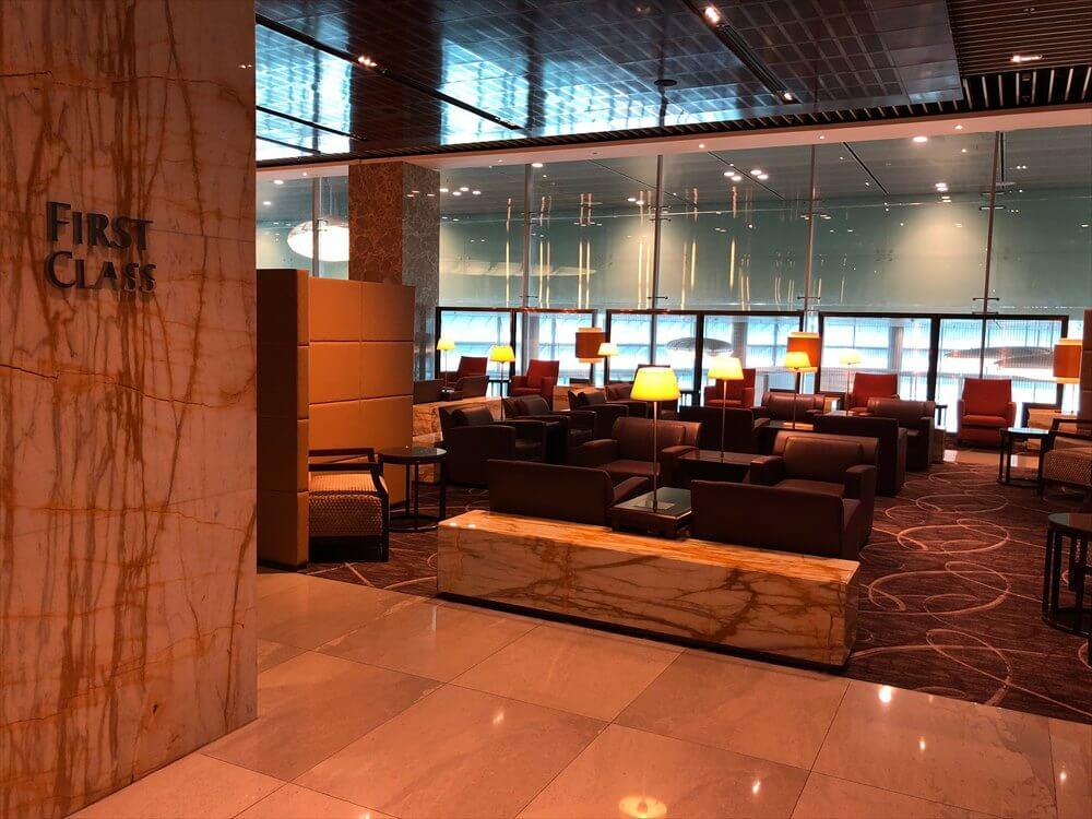 チャンギ空港のターミナル3のシルバークリスファーストクラスラウンジ