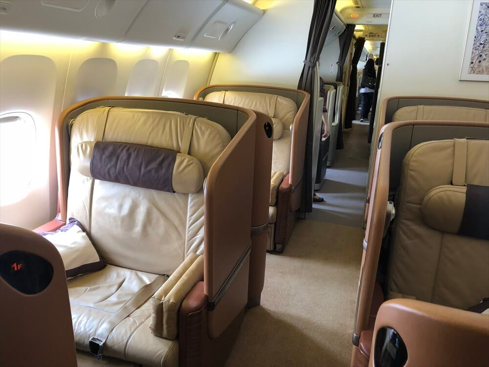 SQ634便ファーストクラスの座席1