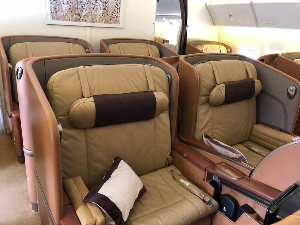 SQ634便ファーストクラスの座席5