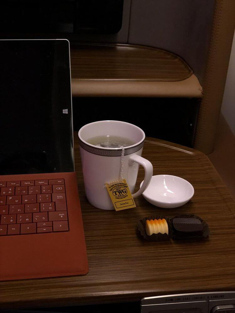 SQ634便ファーストクラスのTWGの紅茶