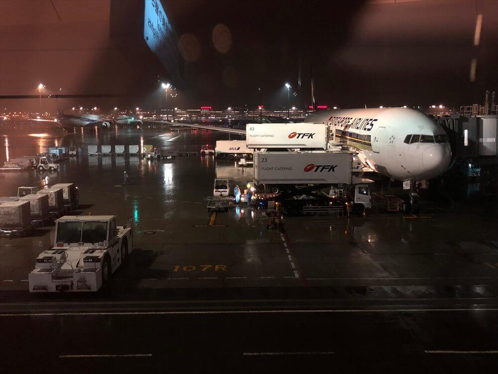 羽田空港に到着したSQ634便