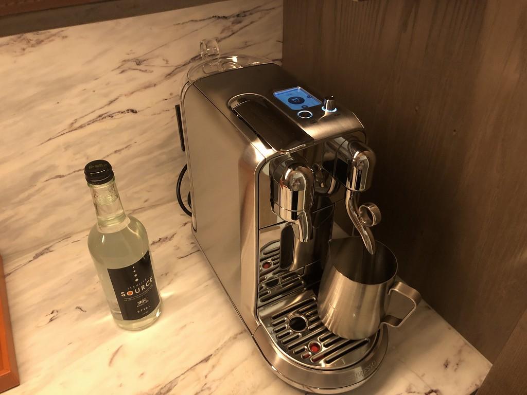セントレジス香港のメトロポリタンスイートのコーヒーメーカー