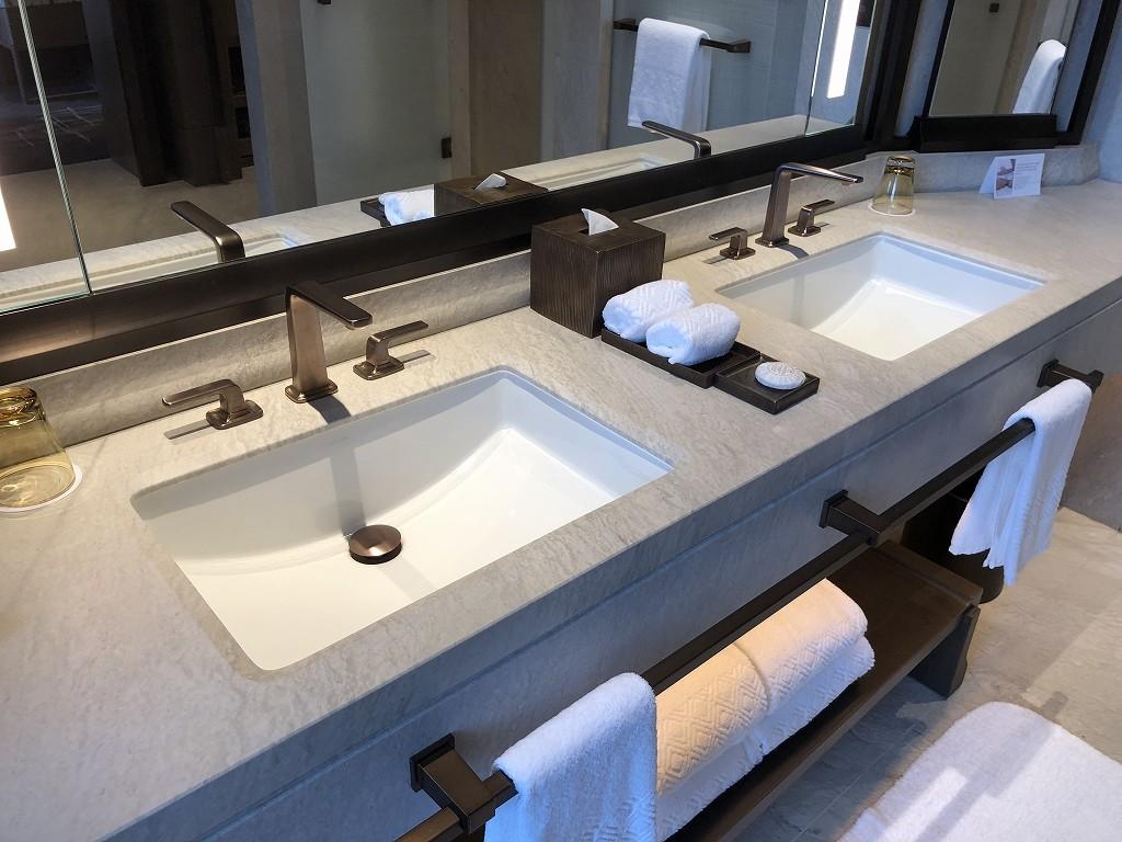 セントレジス香港のメトロポリタンスイートの洗面所1