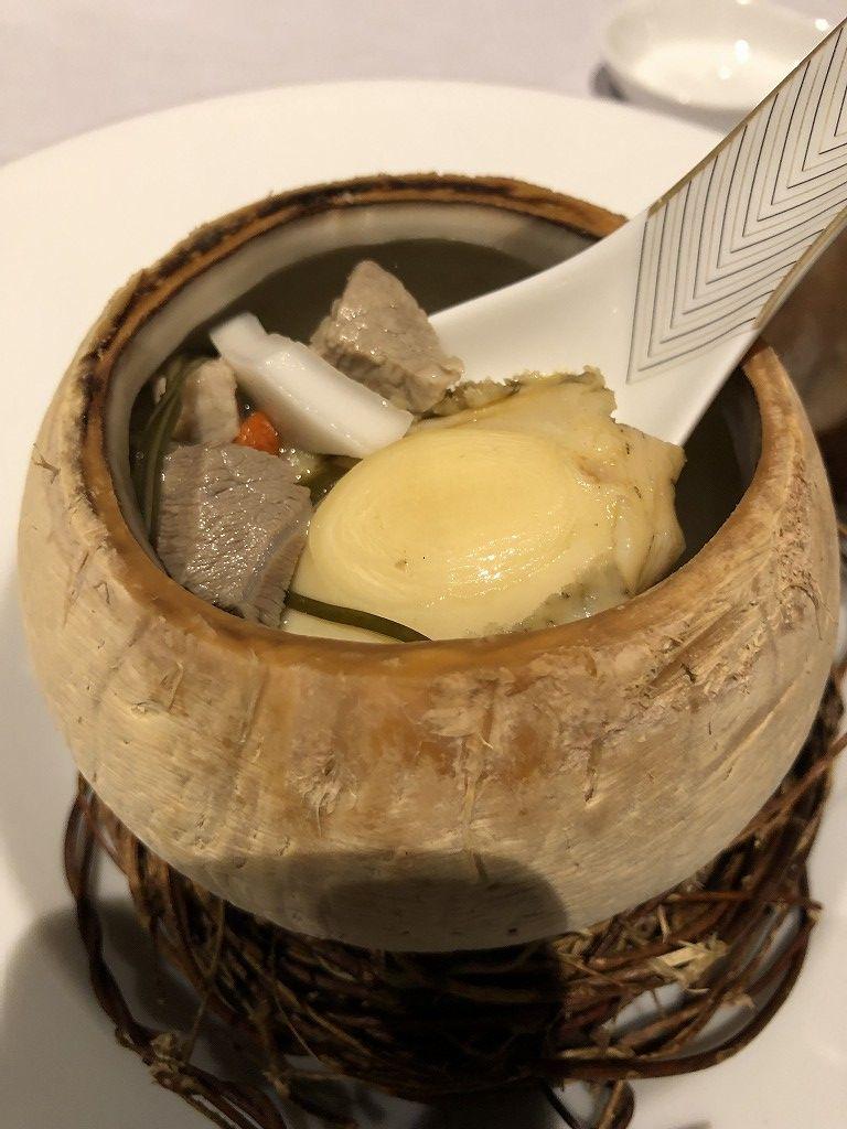 セントレジス香港の「RUN」のディナーのあわびスープ2