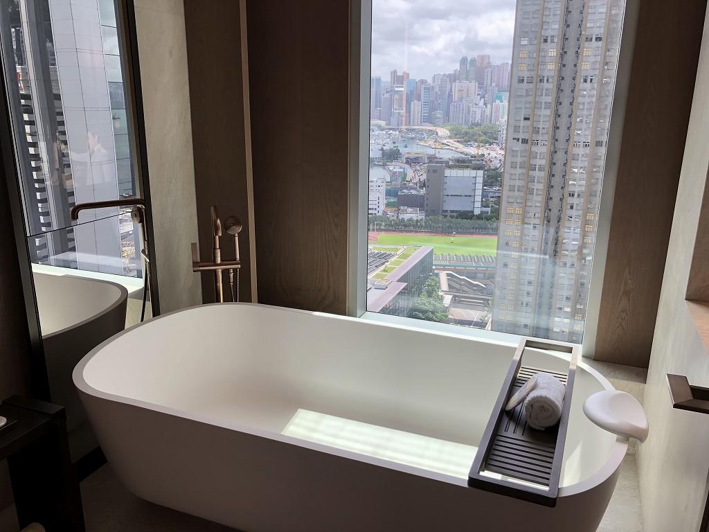 セントレジス香港のメトロポリタンスイートのお風呂(昼間)
