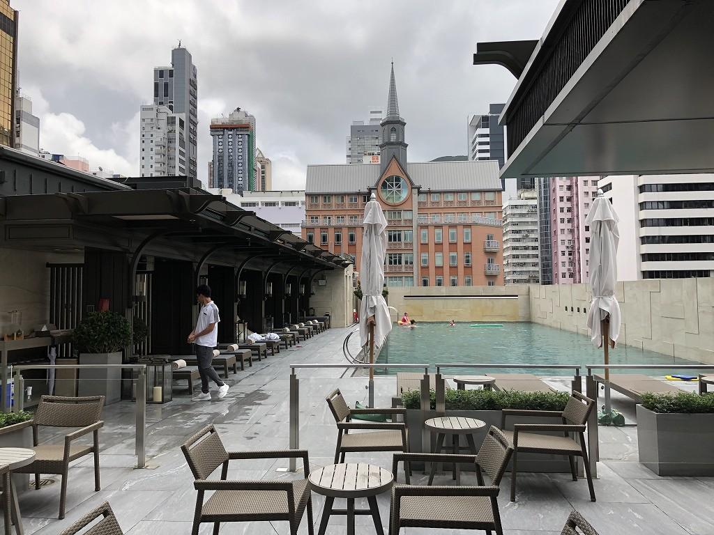 セントレジス香港のプール1
