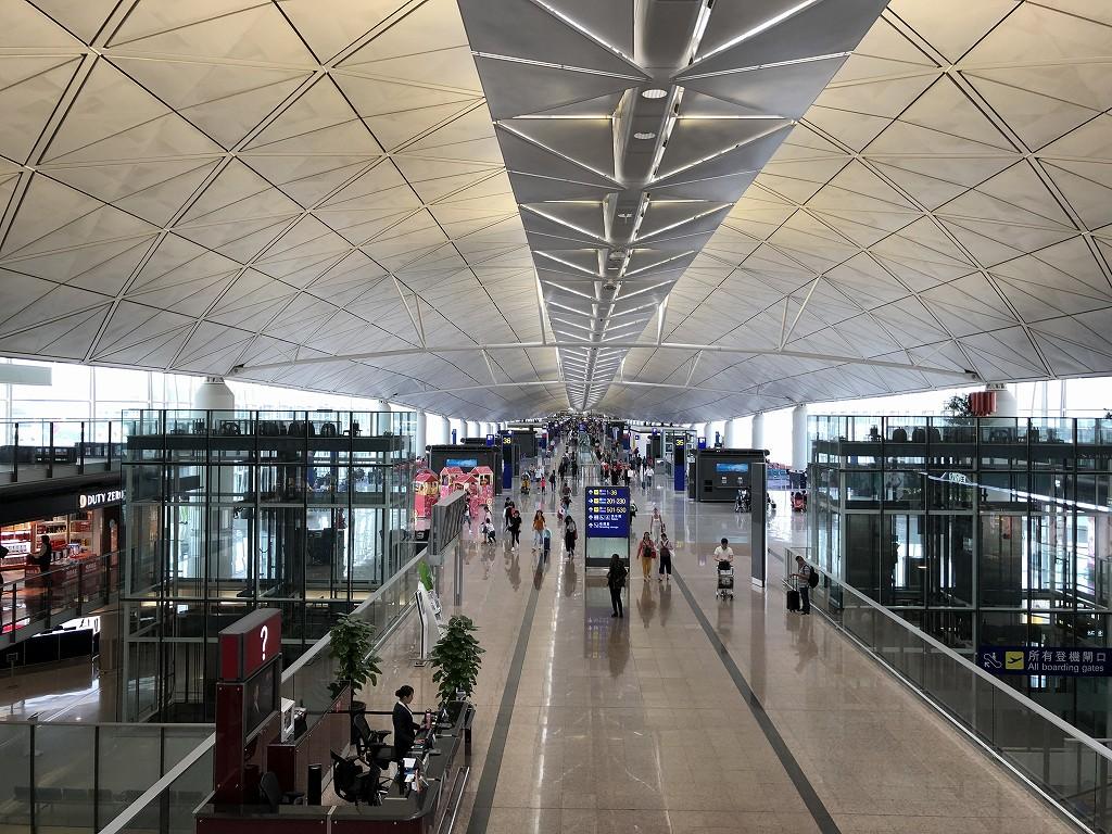 香港国際空港のアメックスセンチュリオンラウンジから搭乗口まで