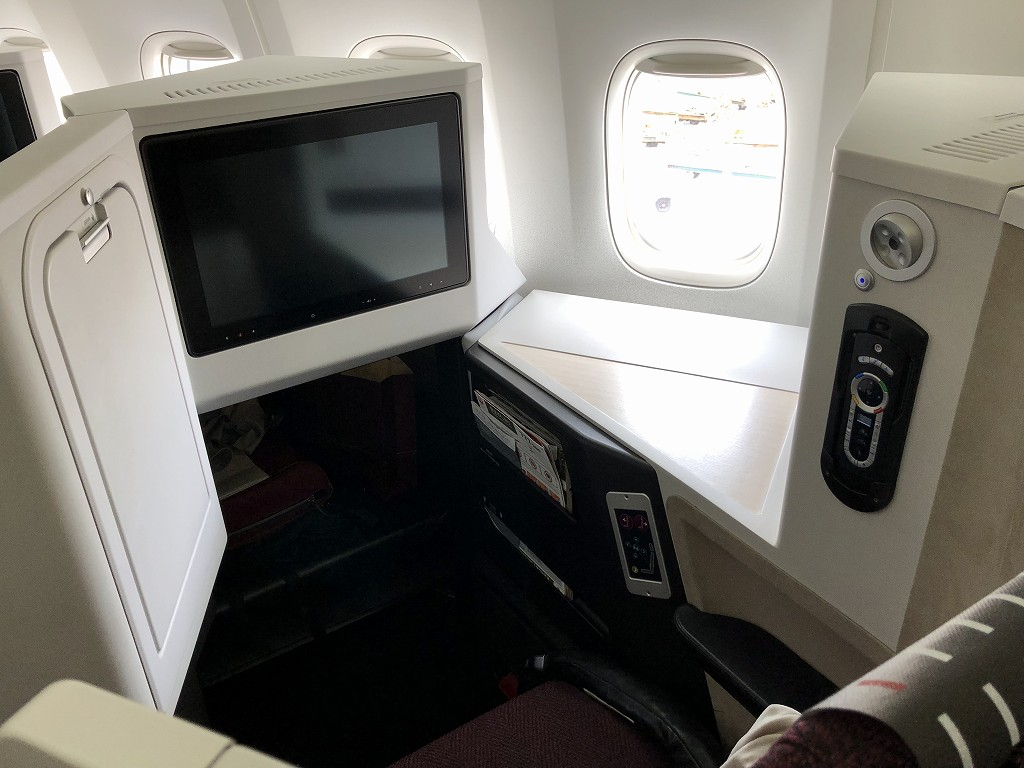 JAL26便ビジネスクラスのSKY SUITE 3
