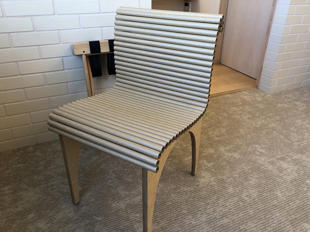 スイデンテラスのダブルルームの紙管の椅子