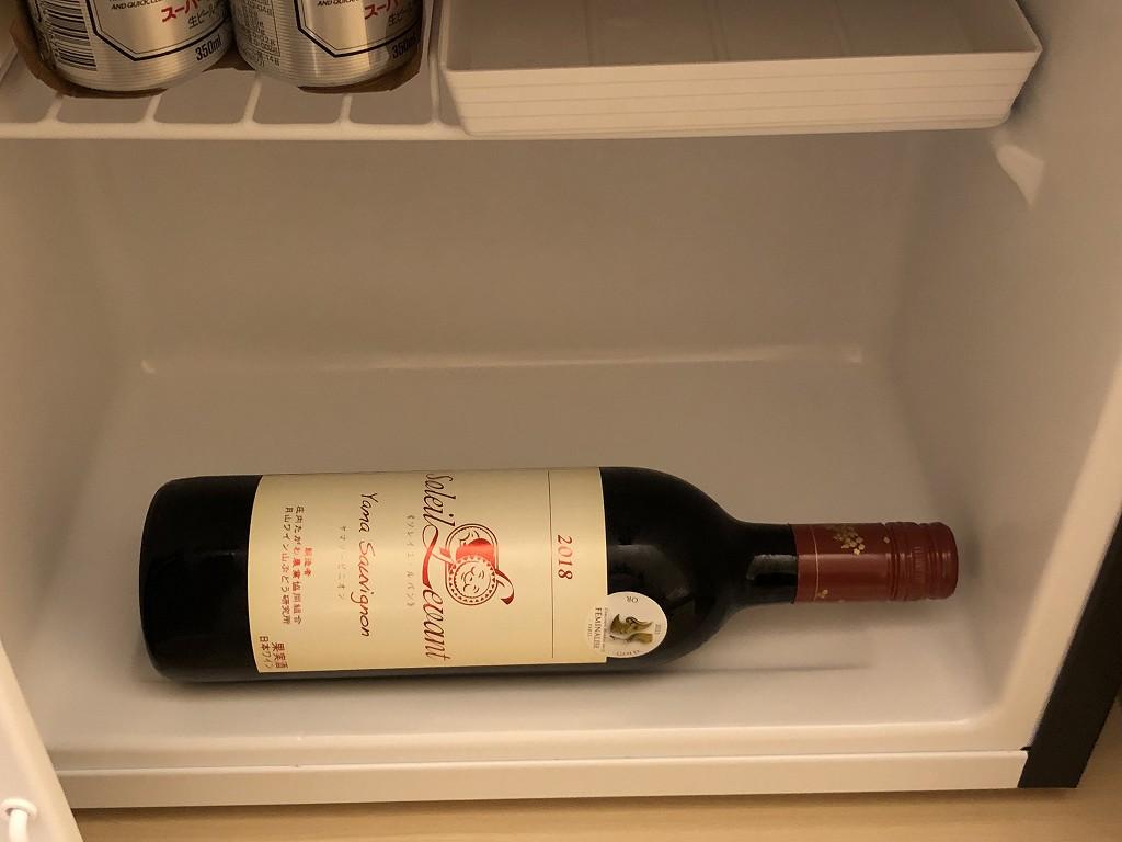 スイデンテラスの冷蔵庫に入る赤ワイン