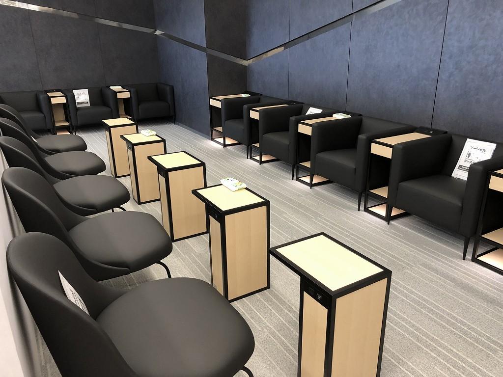 庄内空港の有料待合室「to plads」のチェア