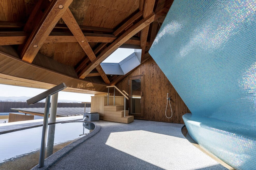 スイデンテラスの天色の湯の外気浴スペース