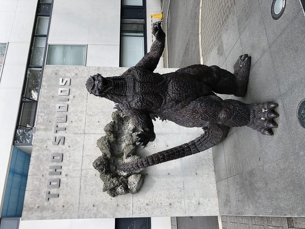 東宝スタジオのゴジラ像