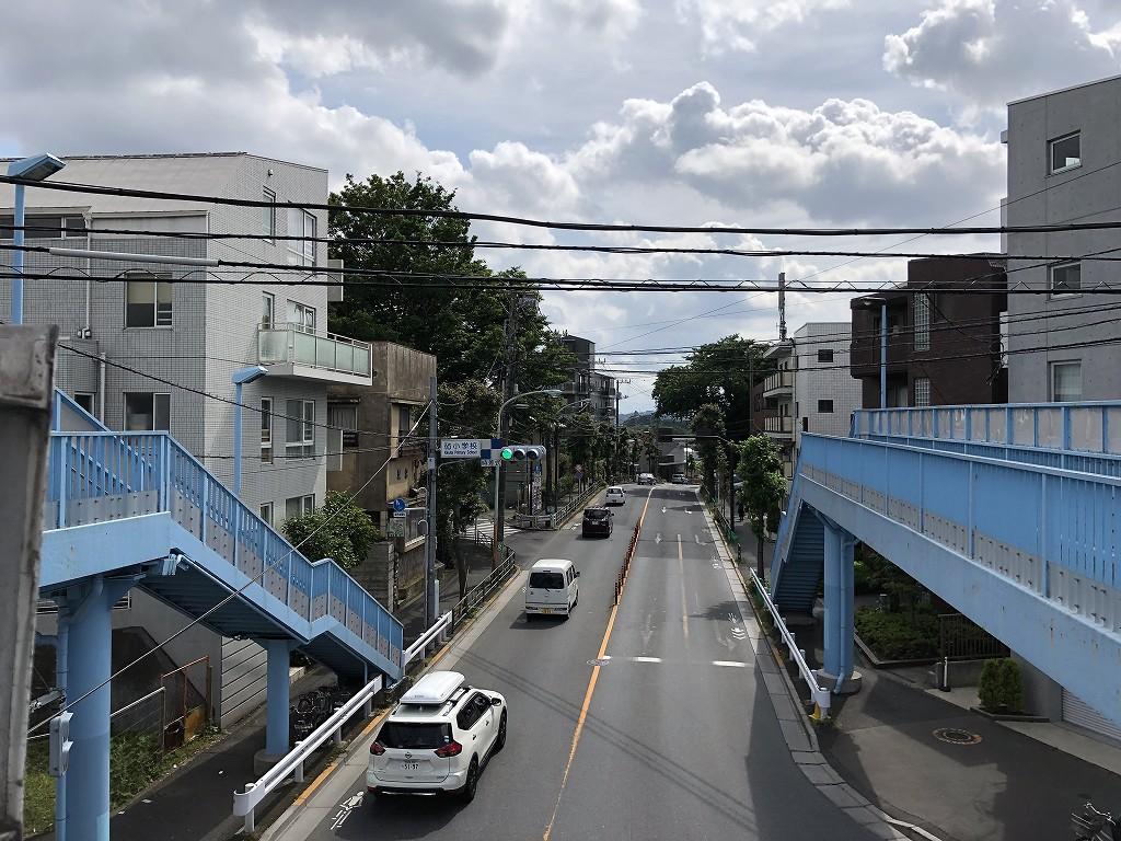 砧小学校前の歩道橋
