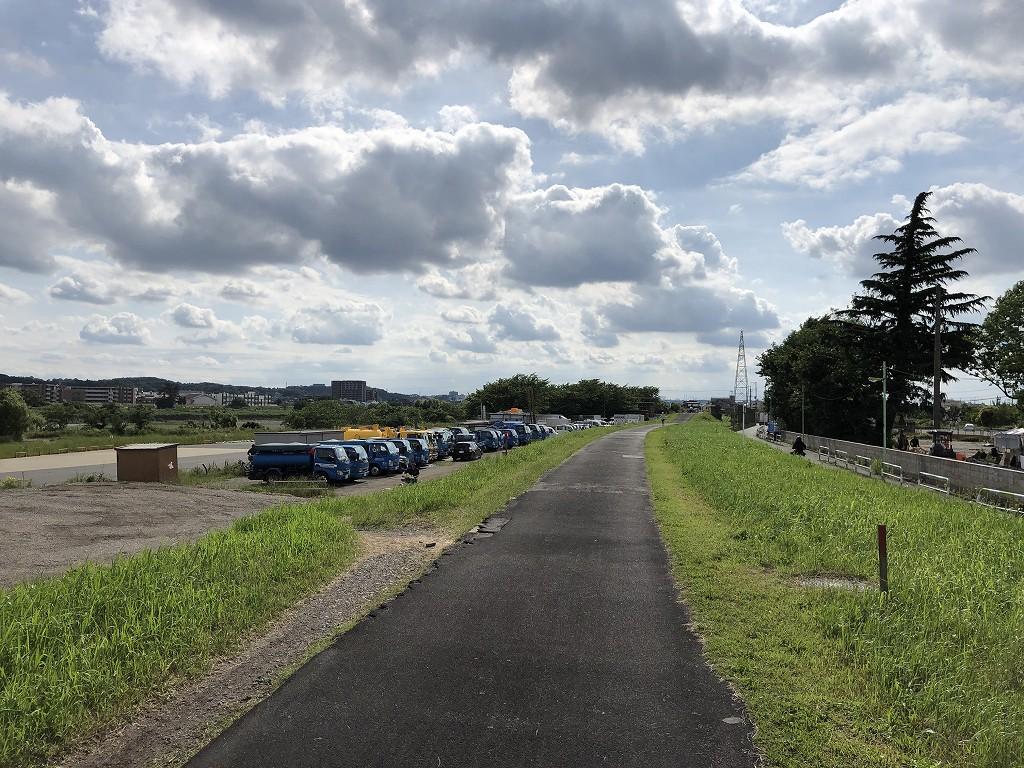 多摩川沿いのサイクリングロード