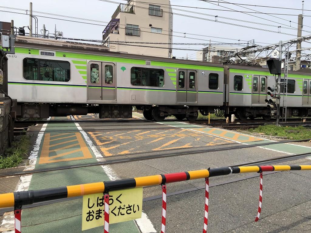 京王線桜上水駅の踏切