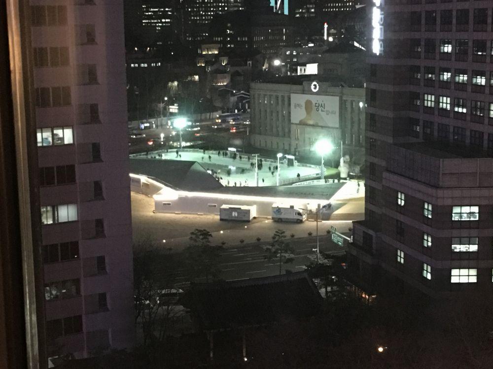ソウル広場の夜間スケート