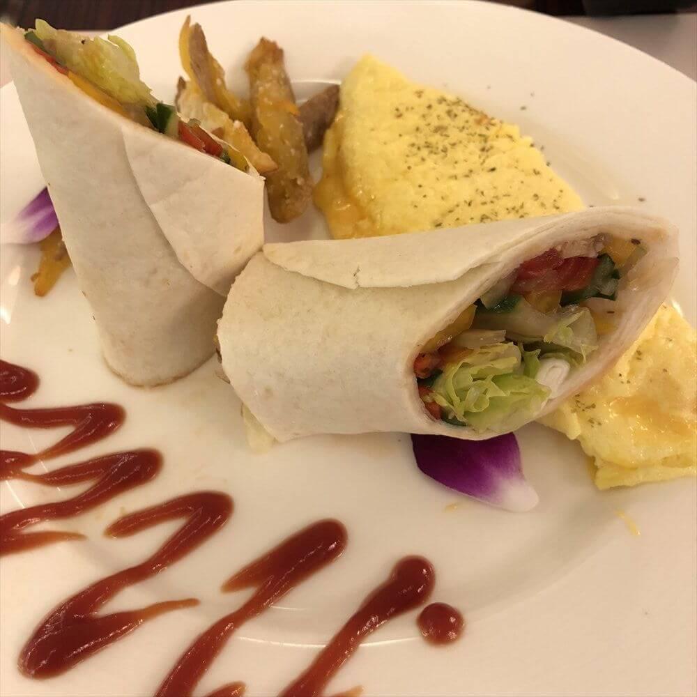 花蓮のアルスマホテルの朝食(2日目)のメキシカンチキンブリトー