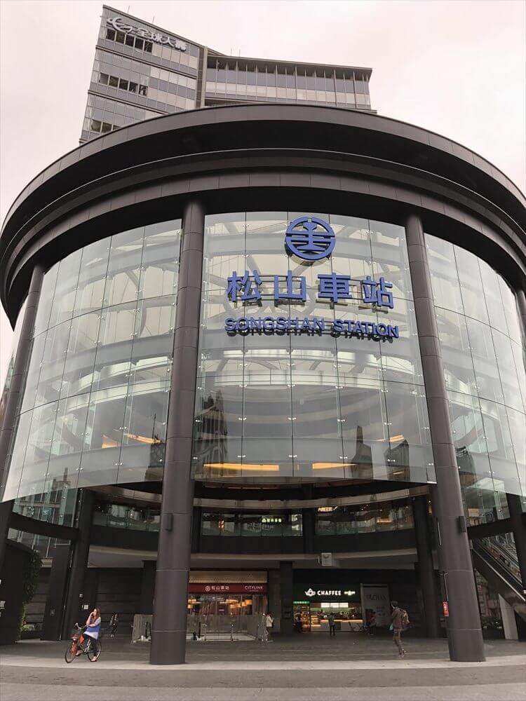 松山駅の駅舎