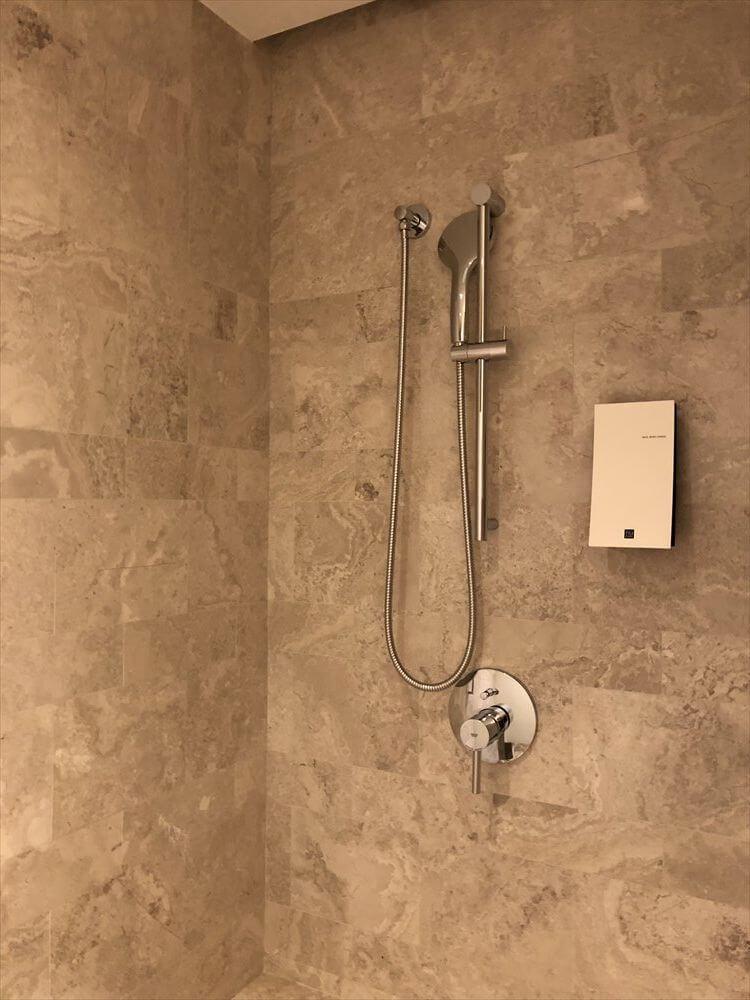 台北マリオットホテルのスイートルームのシャワールーム2