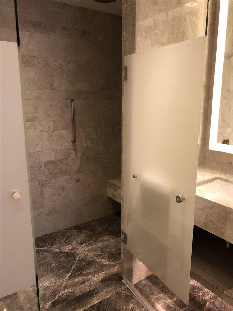 台北マリオットホテルのスイートルームのシャワールーム1