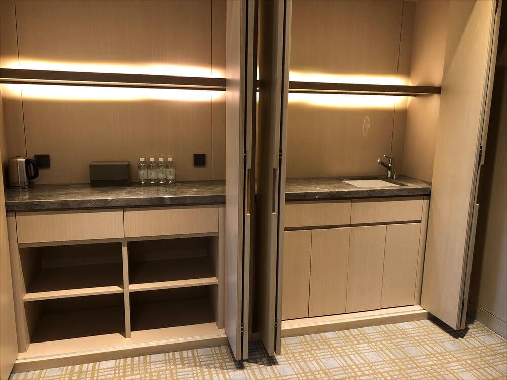 台北マリオットホテルのスイートルームの台所