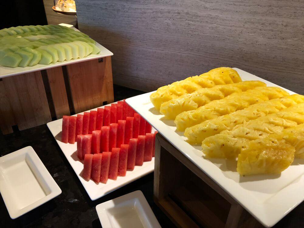 台北マリオットホテルのラウンジのデザート・フルーツ3