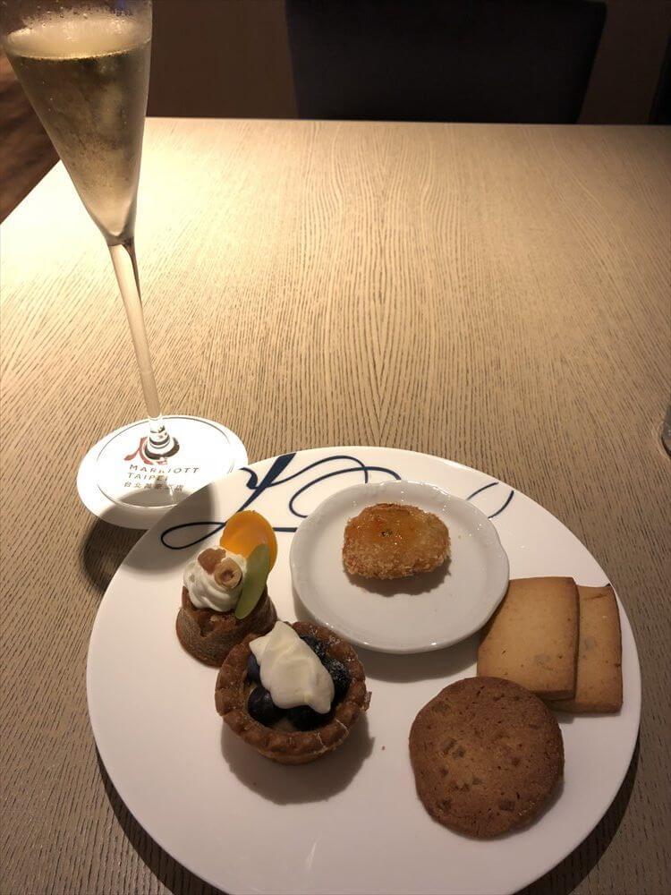 台北マリオットホテルのラウンジのハッピーアワーオードブル7