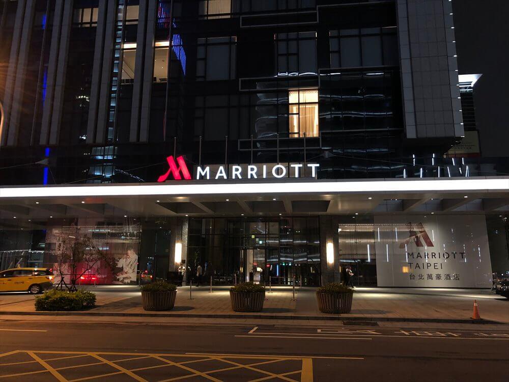 夜の台北マリオットホテル