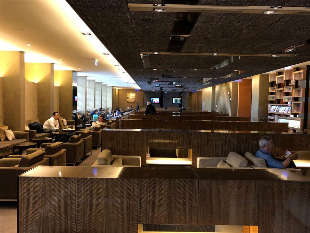 台北松山空港の国際線ラウンジの内観
